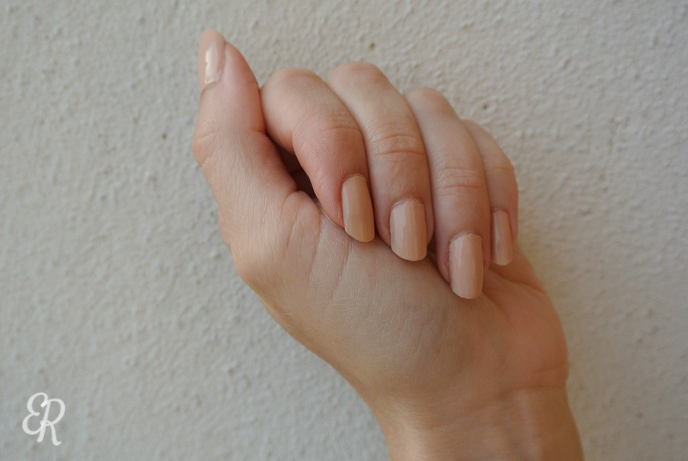 Ongles nude, marque Couleur caramel